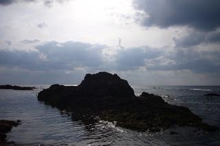110421カヤックとクリオの岩.JPG