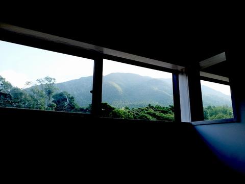20201006窓から山を臨む.JPG